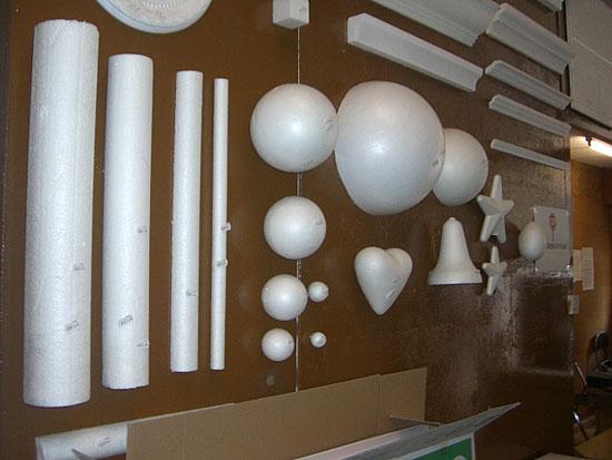 Bolas y cilindros de poliestireno expandido